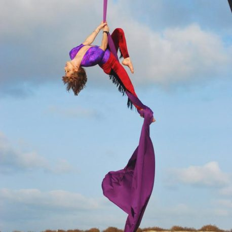 Aerial Silks // Aerial Hoop – Learn to fly with Momentom Collective